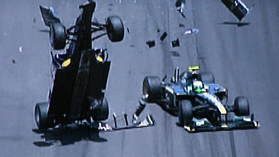 Webber shakes hands with Kovalainen after crash