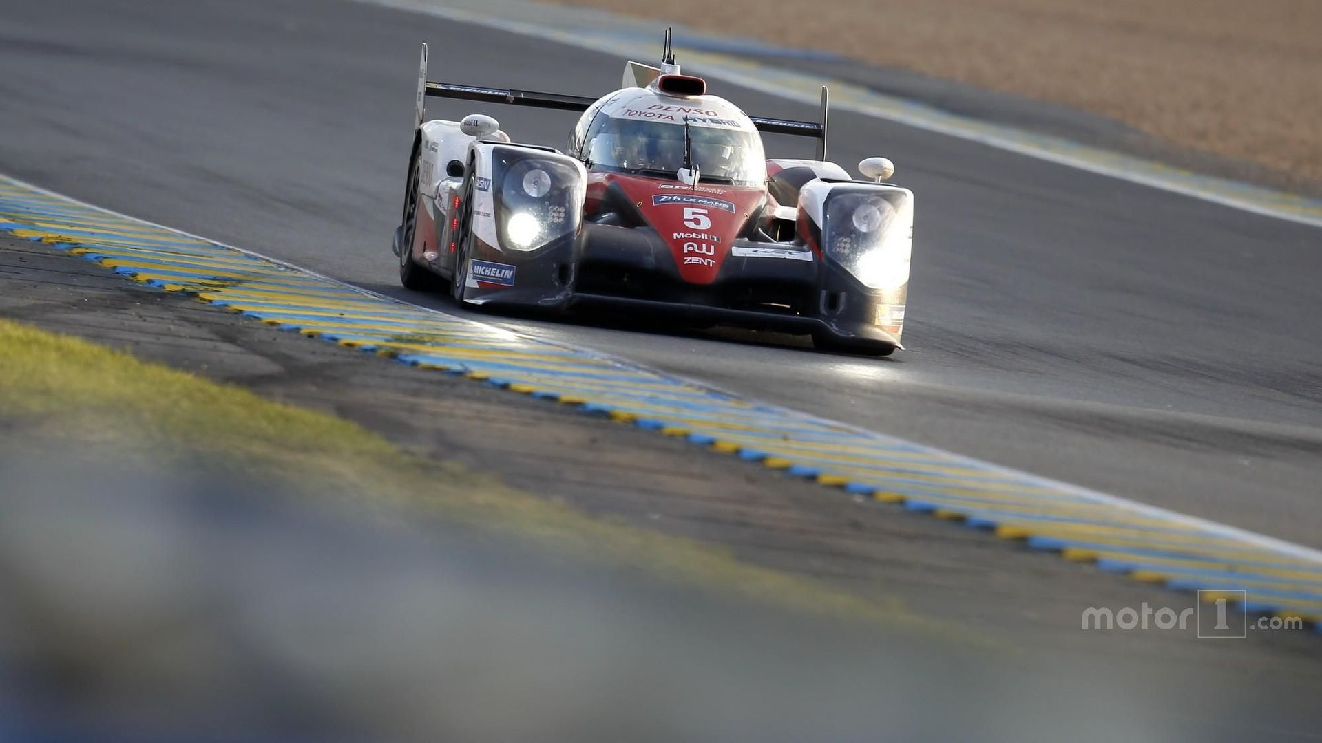 le mans 24 hours toyota leads porsche into closing stages. Black Bedroom Furniture Sets. Home Design Ideas