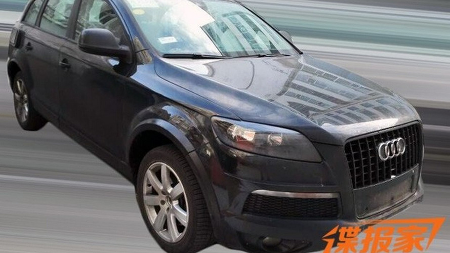 Possible VW CrossBlue spied with old Audi Q7 body