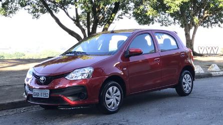 Vídeo - Etios X 2018, os detalhes do Toyota mais barato do Brasil
