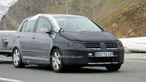 VW Golf Facelift Spied in Switzerland