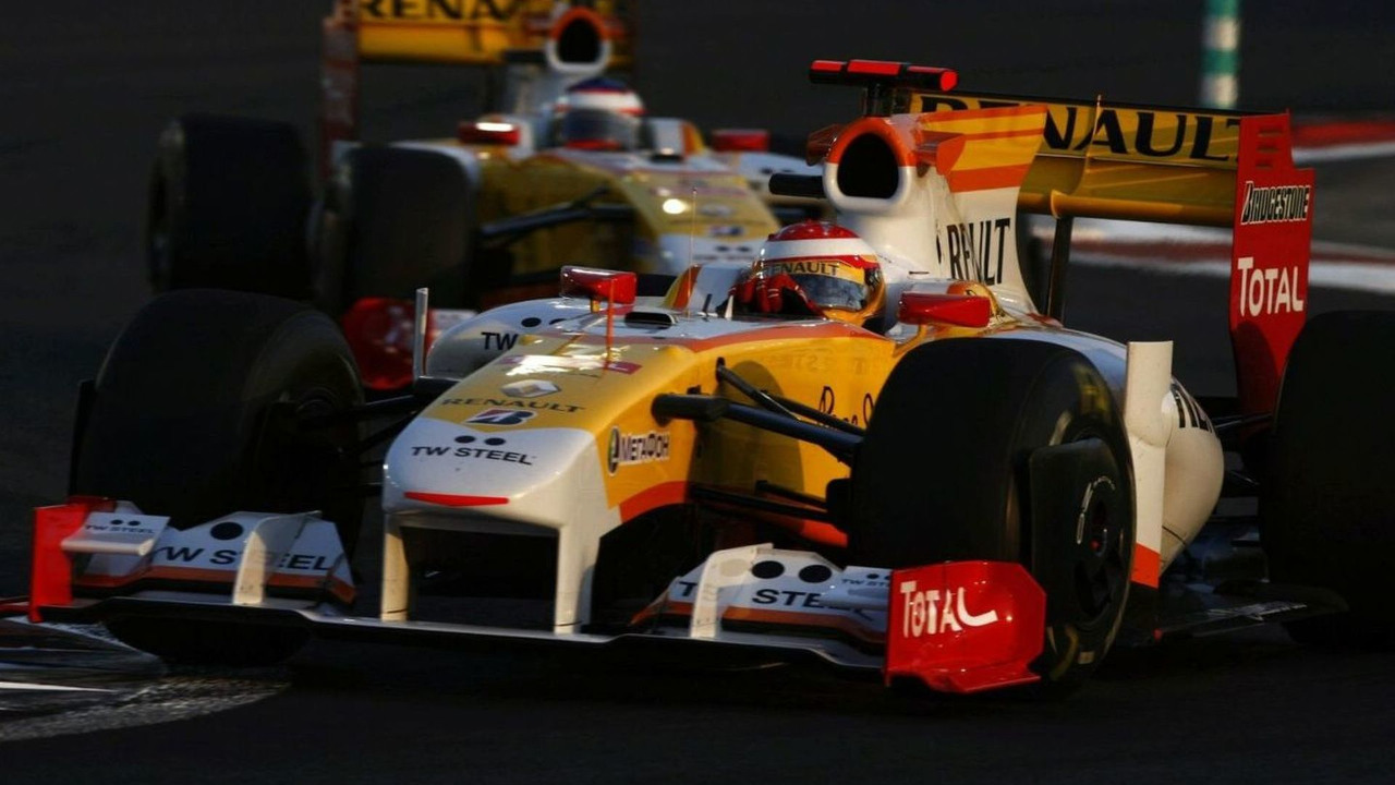 Romain Grosjean (FRA), Fernando Alonso (ESP), Renault F1 Team, Abu Dhabi Grand Prix, Sunday, 01.11.2009, United Arab Emirates