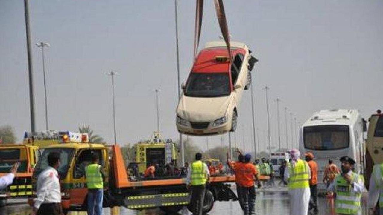 Abu Dhabi traffic pile-up, 600, 04.04.2011