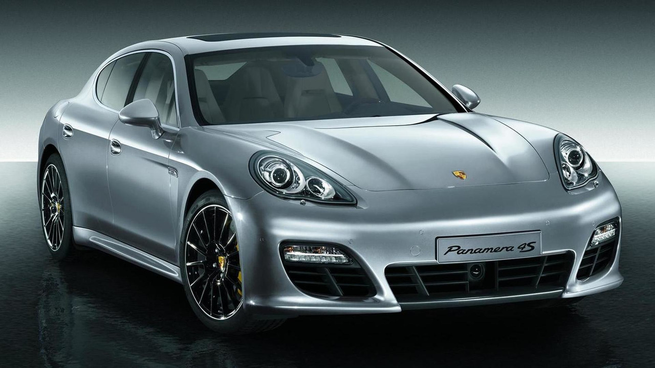 Panamera with Sport Design package and 20-inch Panamera Sport wheels painted black