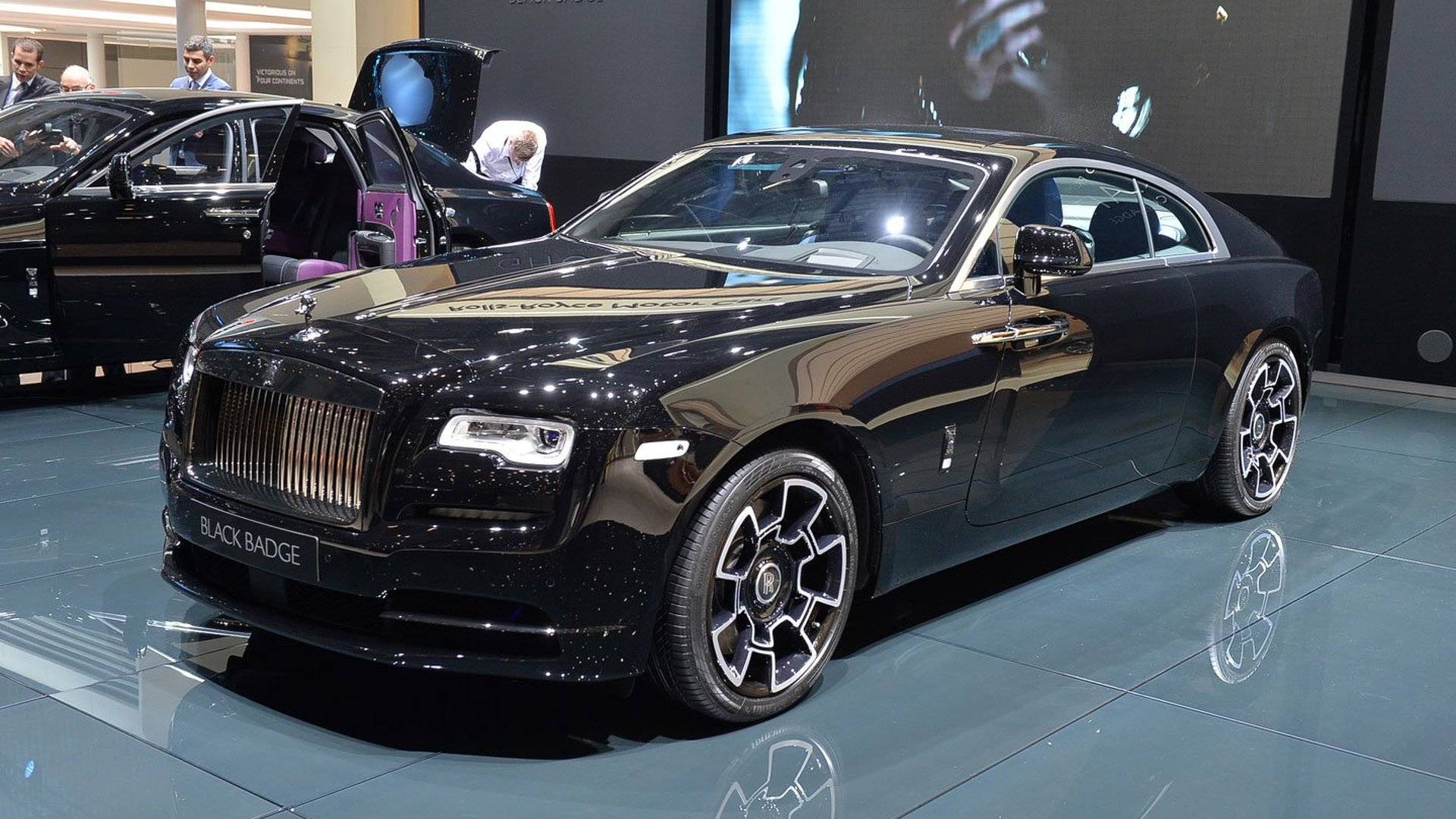 rolls royce ghost wraith gain bespoke black badge editions. Black Bedroom Furniture Sets. Home Design Ideas