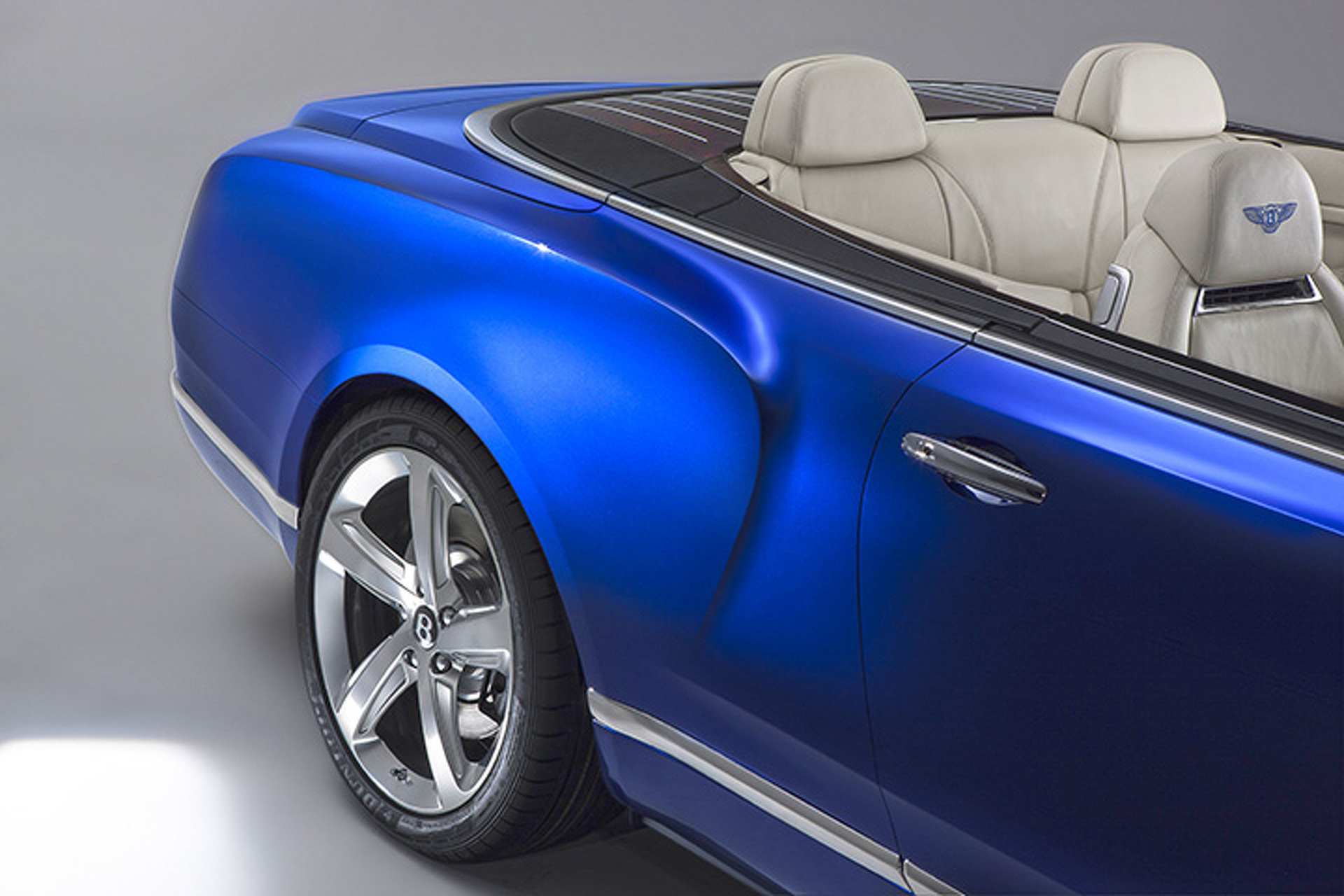 Bentley Goes Grand in LA With New Convertible Concept