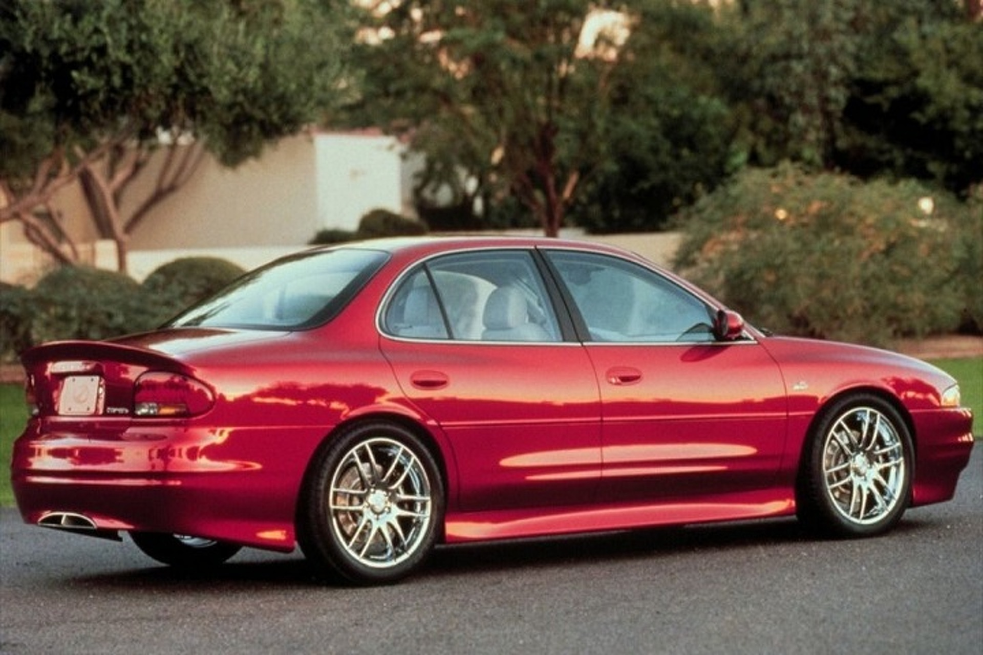 Oldsmobile Intrigue OSV Concept is the Performance Sedan That Never Was