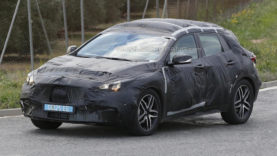 Infiniti QX30 spied in action [video]
