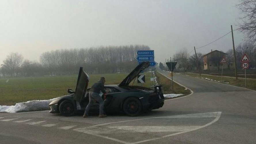 Lamborghini Aventador SV breaks down during tests in Italy