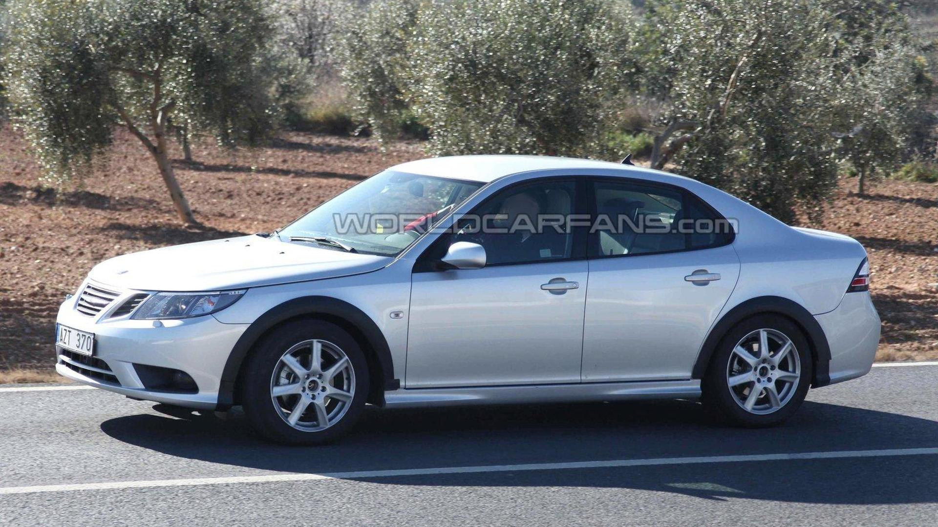 First Saab 9-3 test mules spied on the road