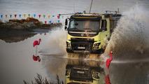 Giving a four-year old a remote-controlled Volvo FMX is very bad idea [video]