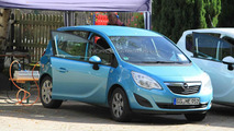Full Electric Opel Meriva spied as Battery Electric Vehicle (BEV)