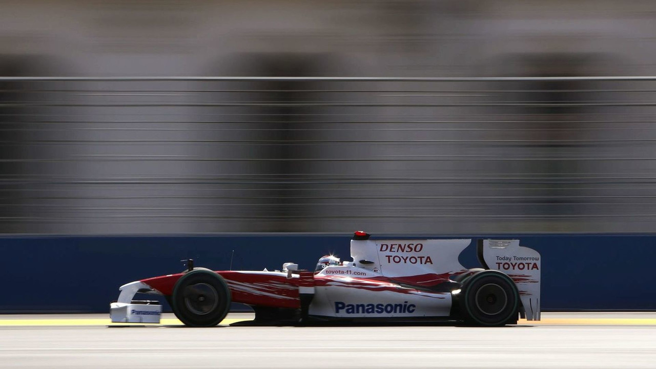 Jarno Trulli during qualifying for the 2009 European Grand Prix at the Valencia Street Circuit