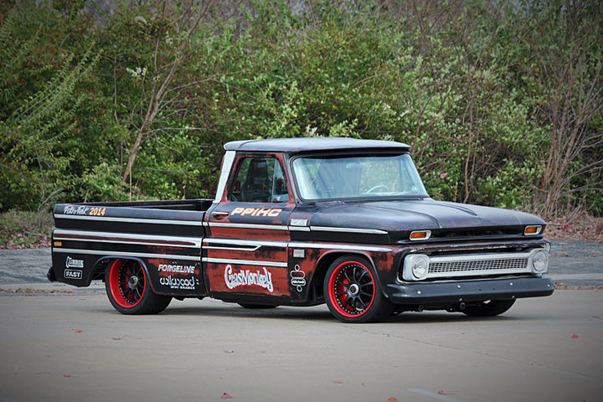 Garages For Trucks : Gas monkey garage pikes peak chevy roars onto ebay