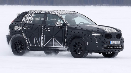 2018 Volvo XC40 caught getting a winter workout