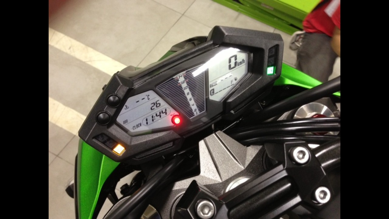 Kawasaki lança nova Z800 2013 no Brasil - esportiva tem preço a partir de R$ 35.990