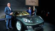 Klaus Berning, Exec VP Sales and Marketing, Dr. Wolfgang Porsche, Supervisory Board Chairman and Wolfgang Dürheimer, Executive VP Research and Devel at Porsche Panamera World Debut in Shanghai (left to right)