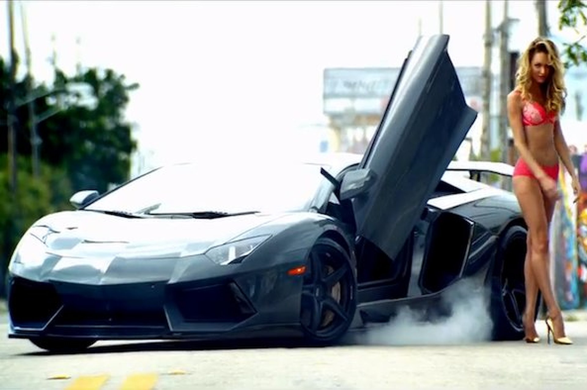 Video: DMC Aventador Plus Victoria's Secret Equals Pointless Sexy Goodness