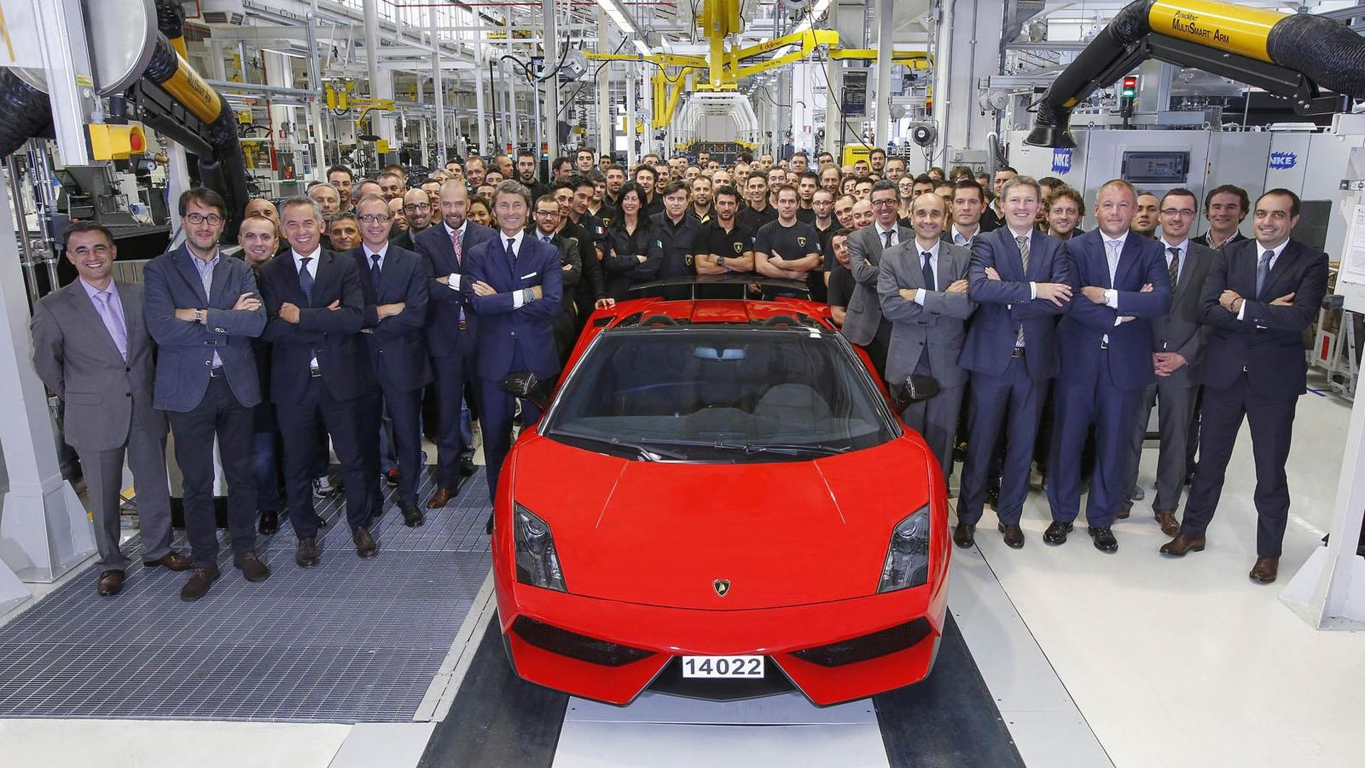 Lamborghini builds their last Gallardo, a LP 570-4 Spyder Performante