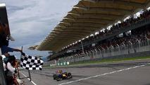 'Lucky' F1 needs to fix boring formula - Ecclestone