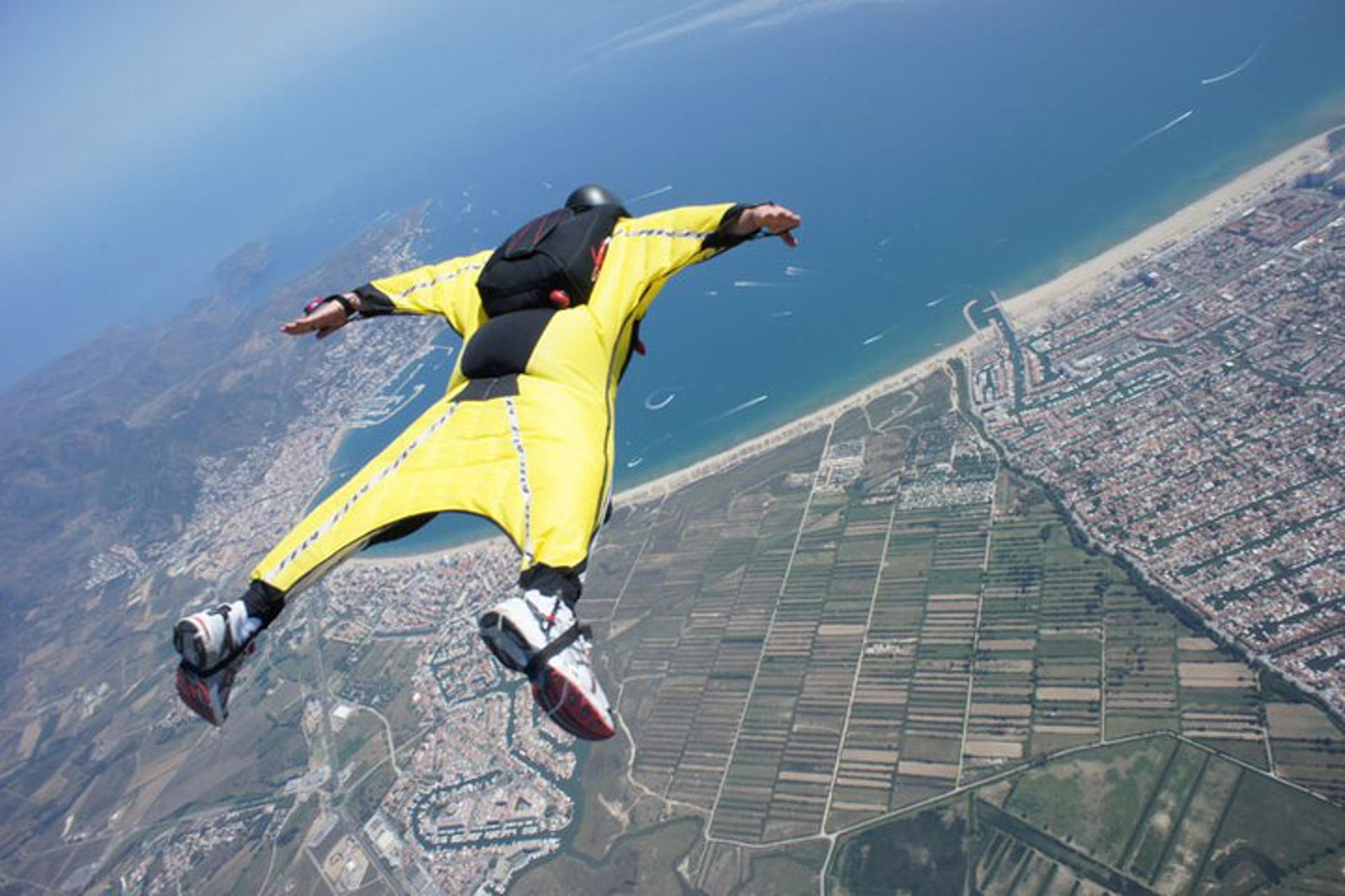 Mystery Flying Man Spooks Pilots over UK