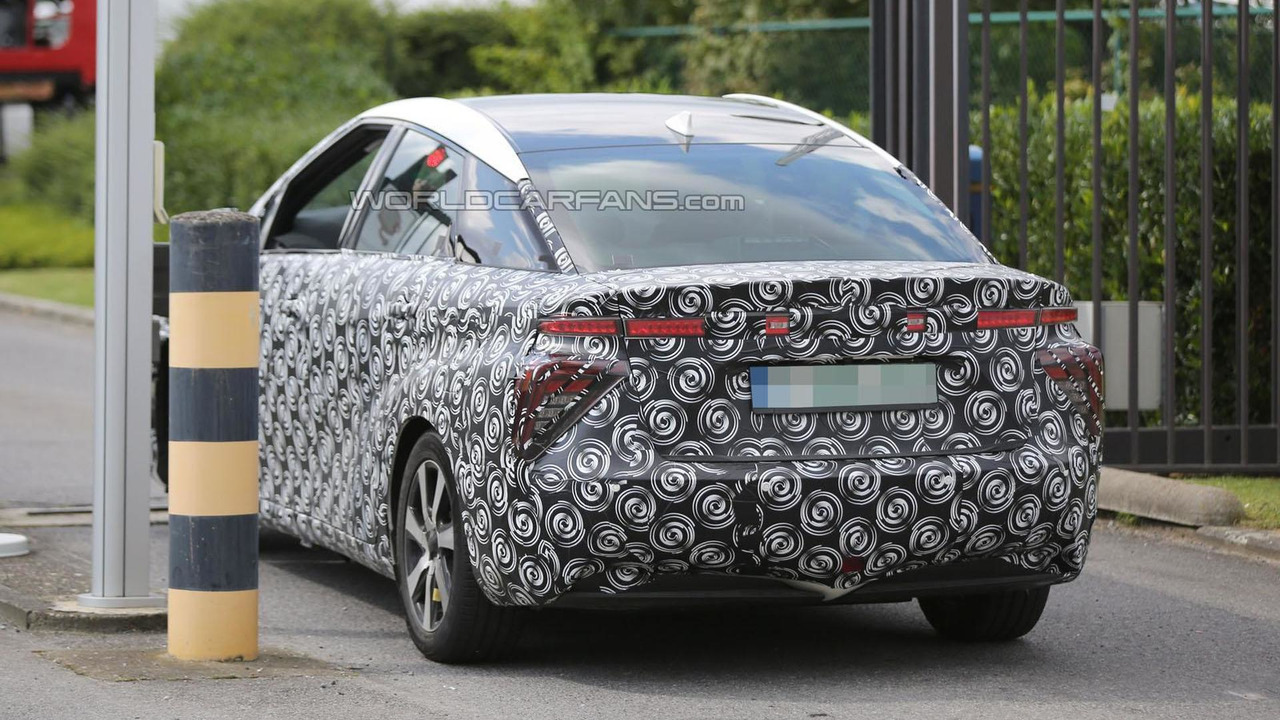 2015 Toyota FCV spy photo