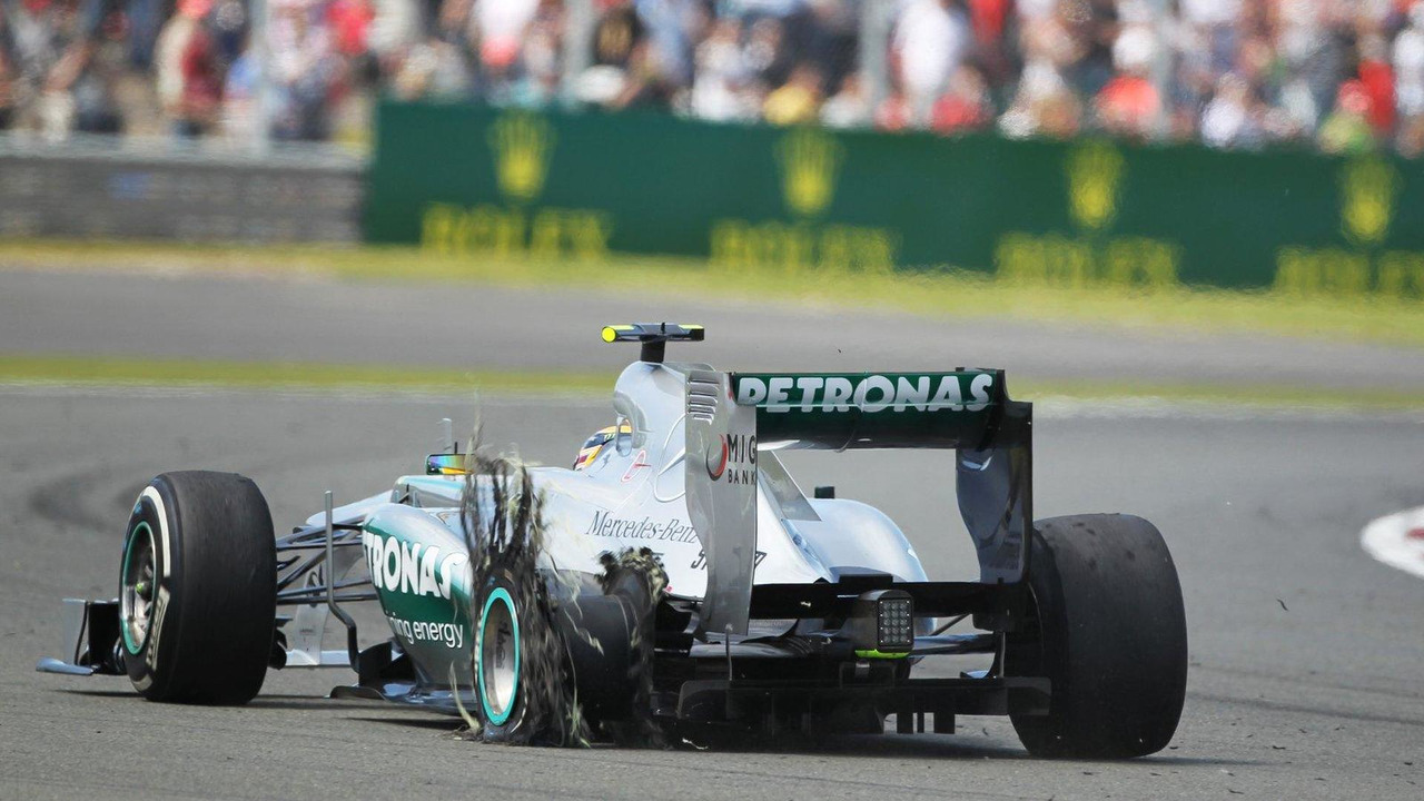 Lewis Hamilton returns to pits with punctured rear Pirelli tire, British Grand Prix, 30.06.2013