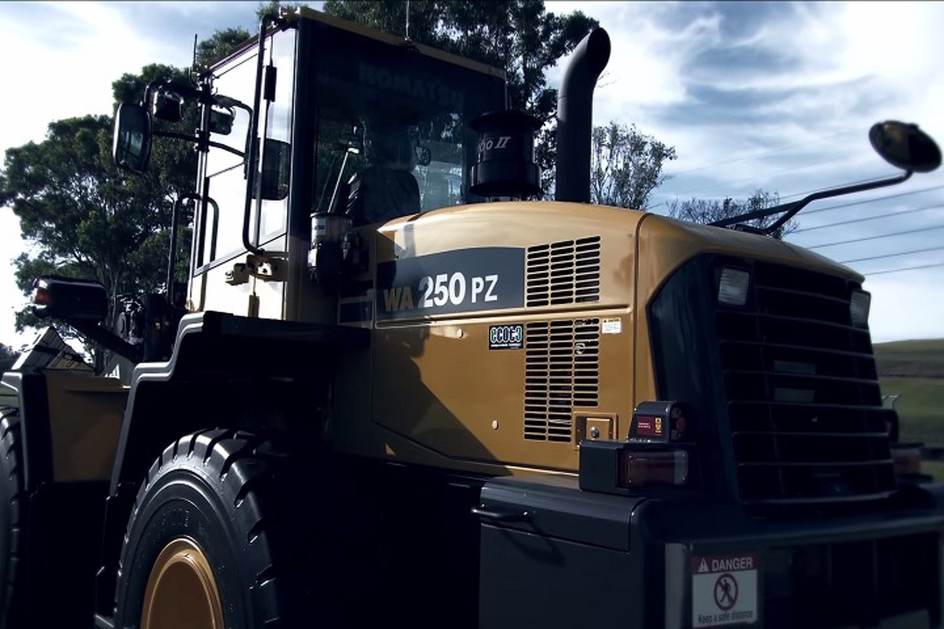 Top Gear Pits V8 Supercar Against Plane and Tractor [w/video]