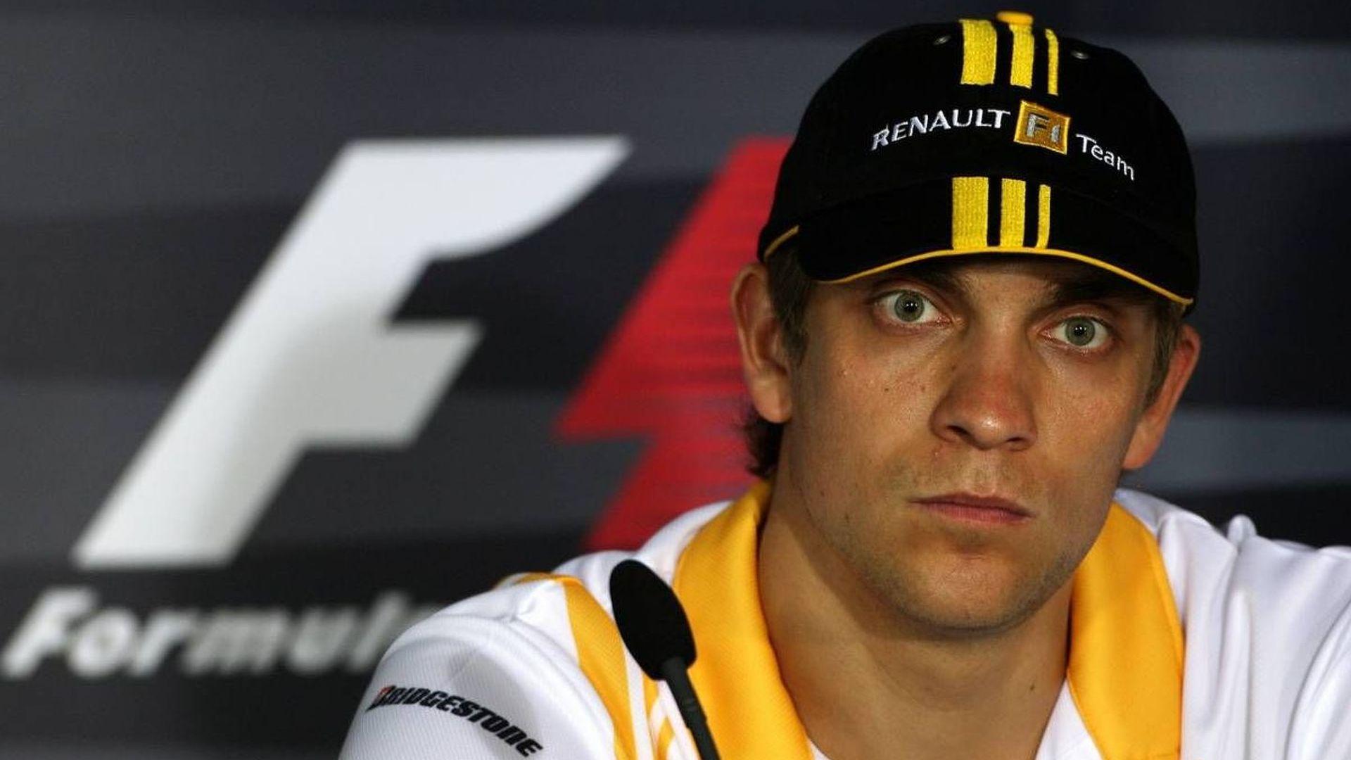 Renault still weighing up Petrov versus Raikkonen