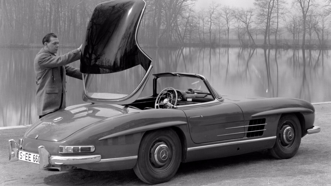 Mercedes marks 60 years of the 300 sl roadster for Mercedes benz 300 s