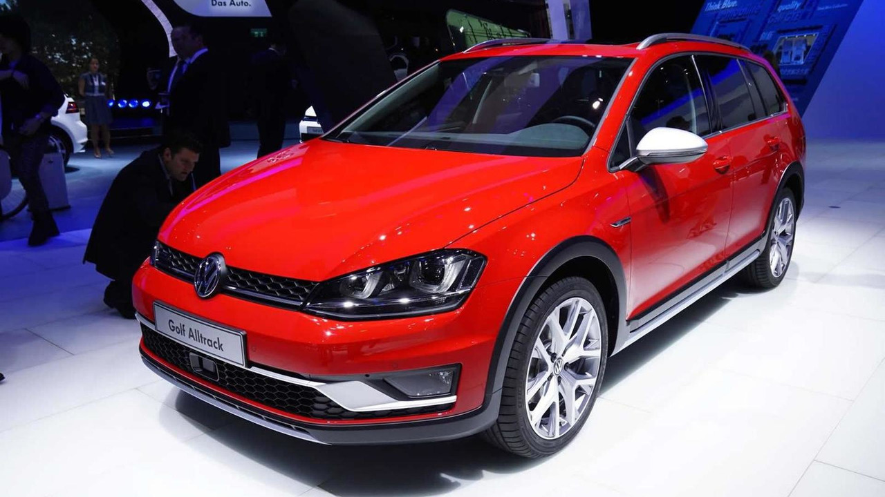 2015 Volkswagen Golf Alltrack at 2014 Paris Motor Show