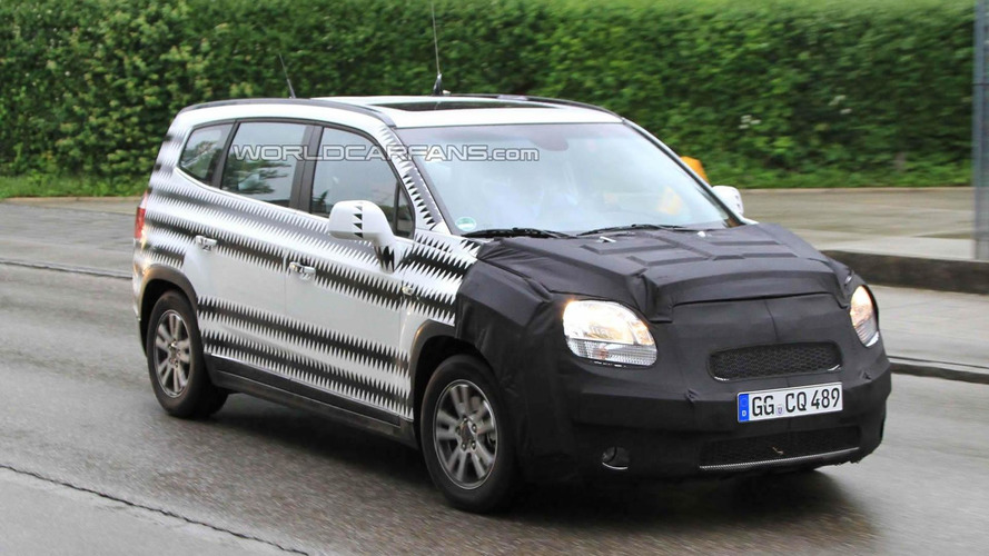 Chevrolet Orlando spied showing new details