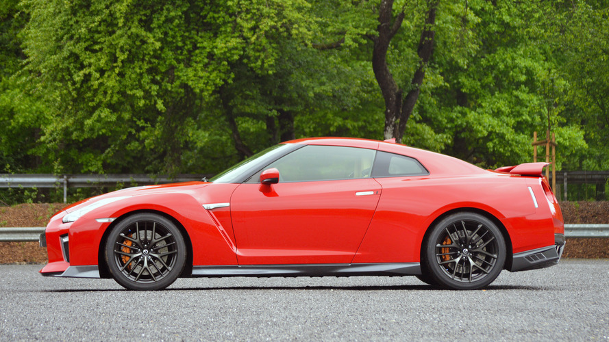 First Drive 2017 Nissan Gt R