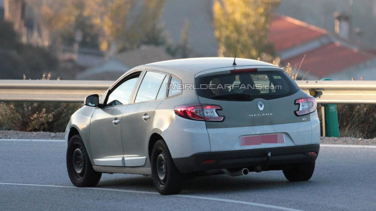 2016 Renault Megane chassis testing mule spy photo