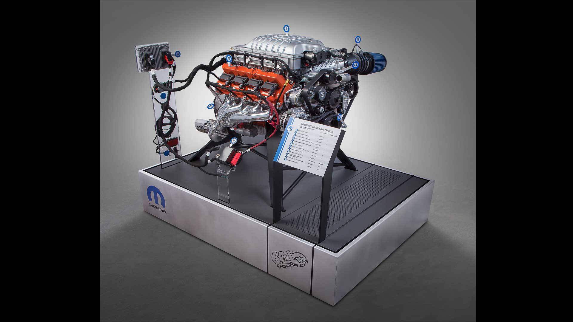 fca unleashes hellcrate 707 hp hellcat crate engine at sema. Black Bedroom Furniture Sets. Home Design Ideas