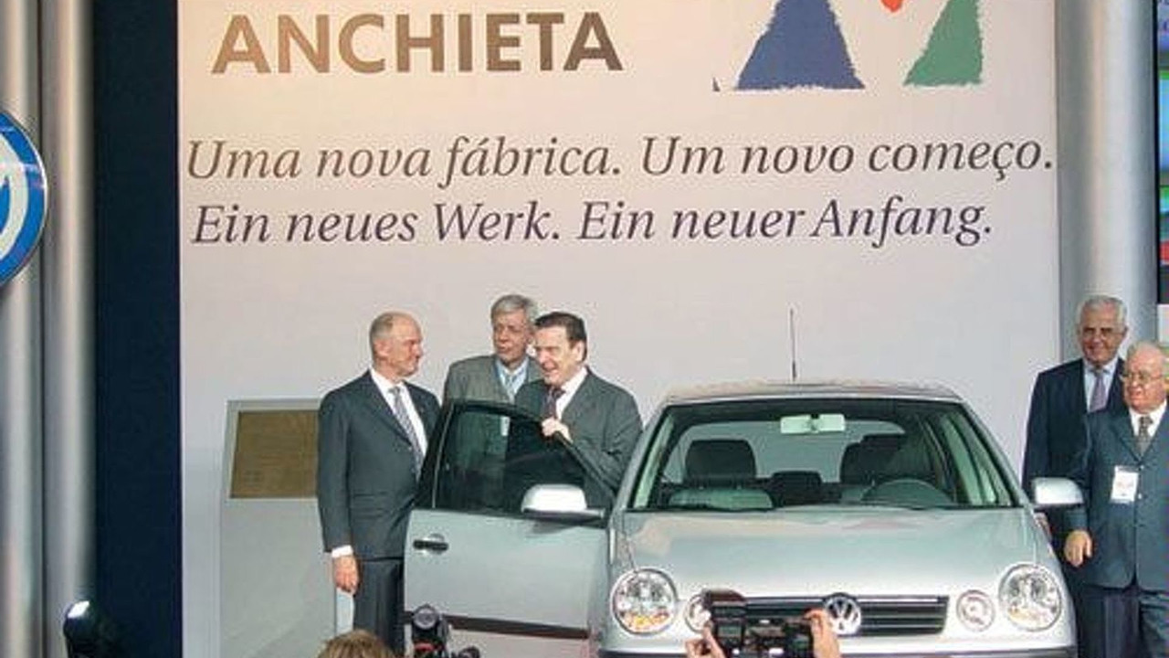 Chancellor Schröder visits VW Plant in Brazil