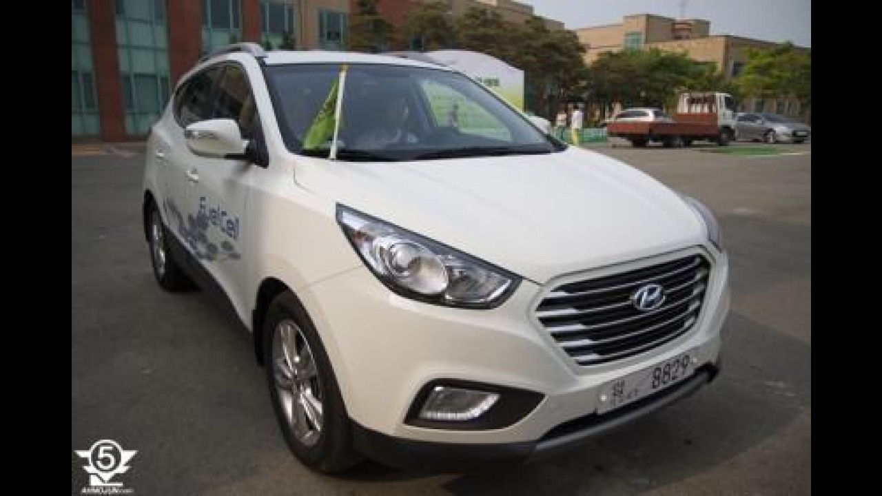 Hyundai ix35 com visual reestilizado é flagrado sem disfarces na Coreia do Sul