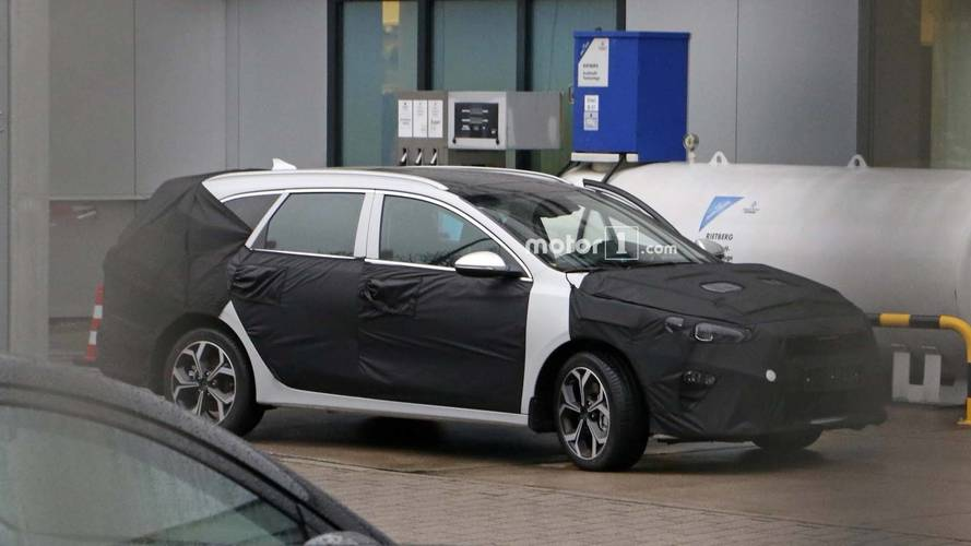 Kia Ceed estate spy photos