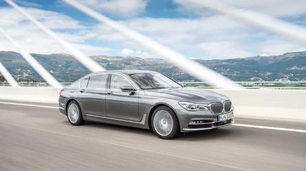 Egy évre leállítja a BMW a benzinmotorral szerelt 7-es sorozat gyártását