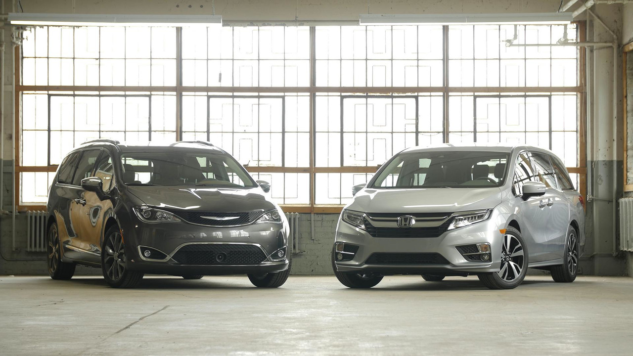 2017 chrysler pacifica vs 2018 honda odyssey for Chrysler pacifica vs honda odyssey