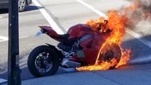 Ducati Panigale V4 yanıyor