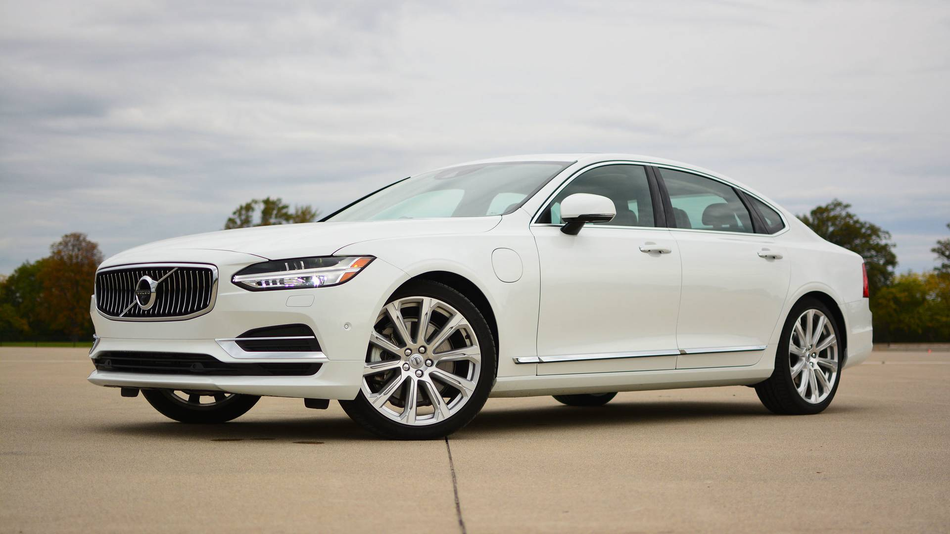 Top 10 Luxury Cars >> 2018 Volvo S90 T8 Review: Efficiency Done With Style
