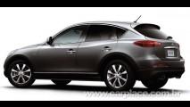 Nissan Skyline Crossover começa a ser vendido no Japão cheio de tecnologia e motor V6