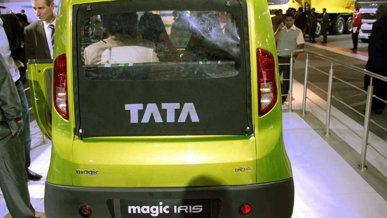 Tata Magic Iris live at 2010 New Delhi Auto Expo - 1200 - 06.01.2010
