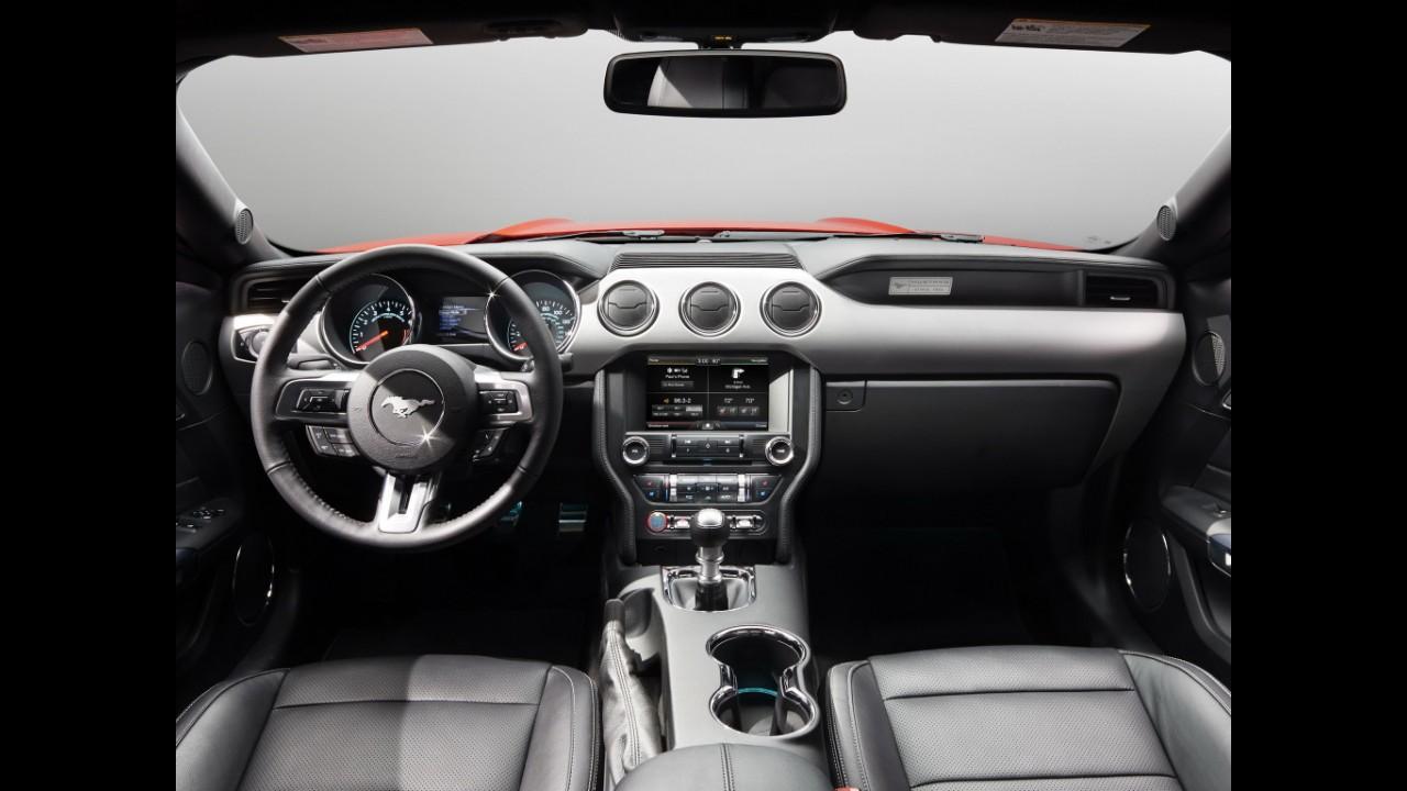 Ford Mustang estreará novo visual e câmbio de 10 marchas em breve