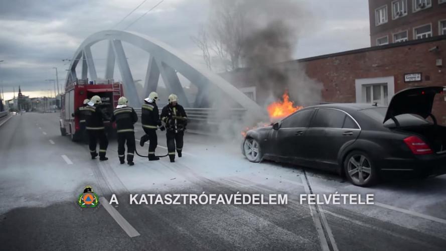 Kigyulladt egy Mercedes a Kerepesi úton