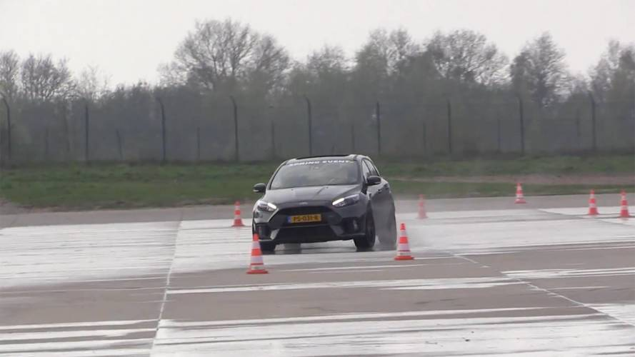 Ford Focus RS Driver Desperately Tries To Drift On Damp Tarmac