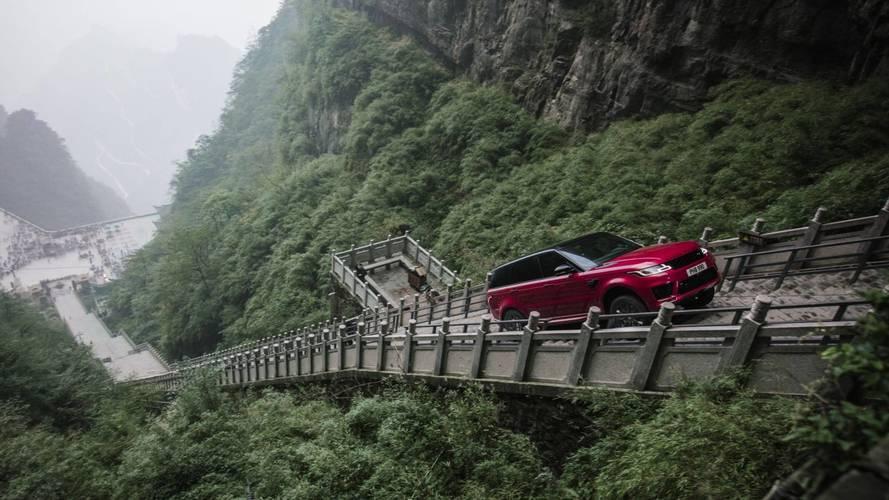 Első SUV-ként ért fel a Mennyország kapujához a Ranger Rover Sport PHEV