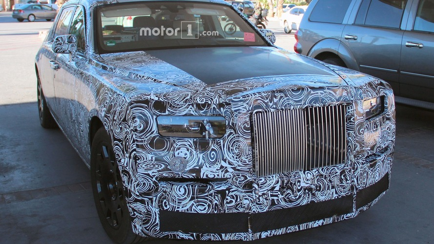 Rolls-Royce Phantom benzin alırken görüntülendi