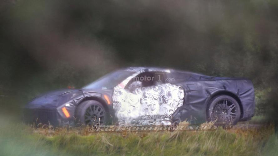 Ortadan motorlu Chevrolet Corvette casus fotoğrafları